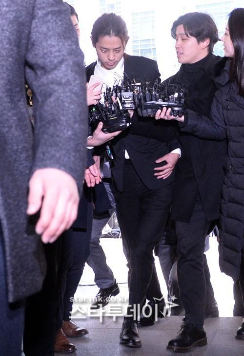 Xôn xao tin đồn nữ phóng viên tung loạt tin nhắn chấn động vụ Seungri đang bị cảnh sát gây áp lực - Ảnh 4.