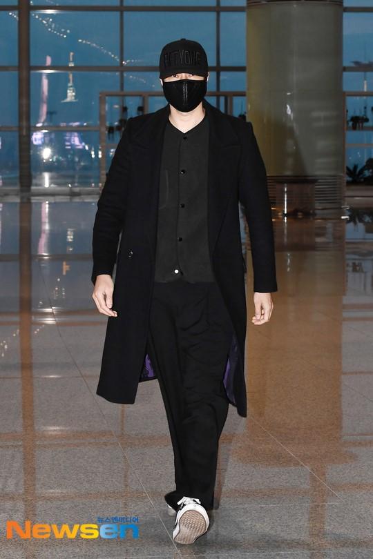 Giữa bão bùng scandal chấn động xứ Hàn, So Ji Sub vẫn nổi bần bật nhờ phong cách thời trang né phốt - Ảnh 3.