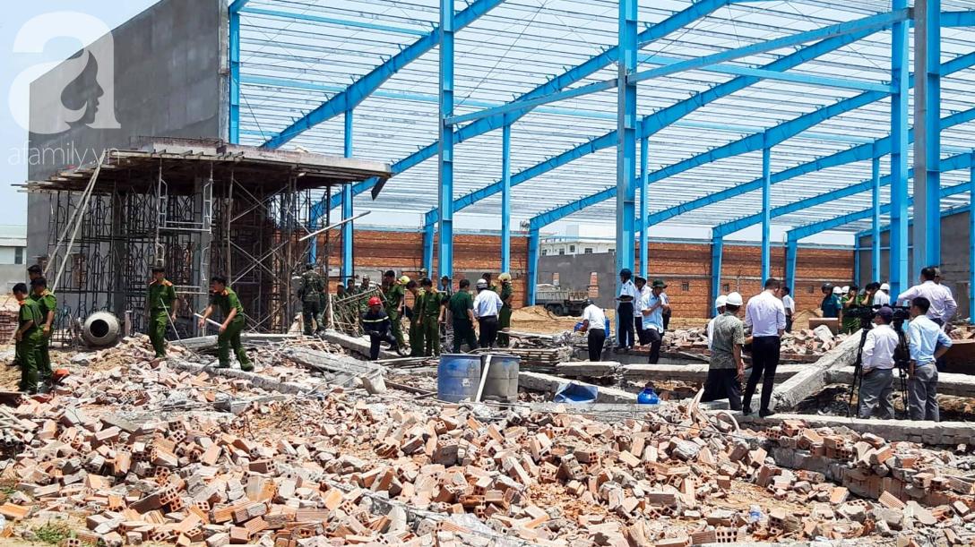 Hiện trường vụ sập bức tường rộng 400m2, 6 người chết, nhiều người bị vùi lấp trong gạch đá - Ảnh 3.