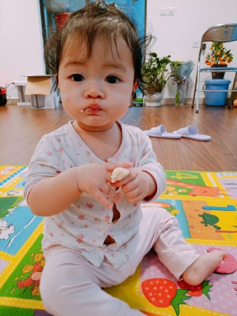 Em bé Hà Nội bị bà giúp việc đắp tỏi để chữa ho, nào ngờ hậu quả đau lòng lại xảy ra khiến bé bỏng nặng, nhập viện gần 2 tuần mới khỏi - Ảnh 5.