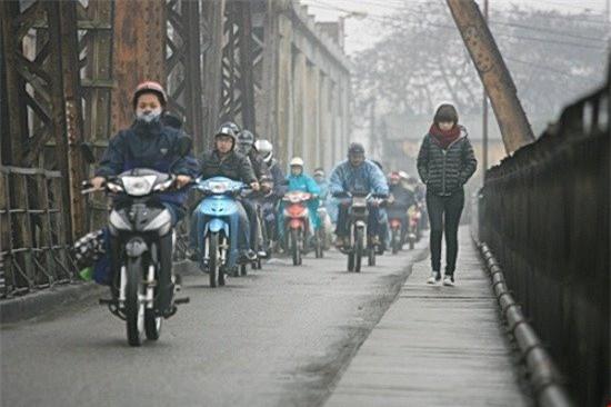 Không khí lạnh tràn về, Hà Nội thấp nhất 18 độ C, có mưa và mưa rào - Ảnh 1.