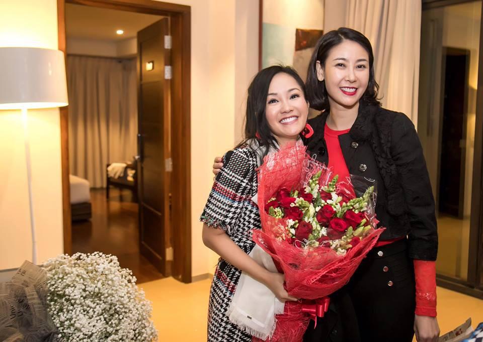 Trong tiệc sinh nhật riêng tư của Hồng Nhung tiếp tục xuất hiện nhân vật đặc biệt này, một lần nữa rộ nghi án diva 49 tuổi có tình mới - Ảnh 2.
