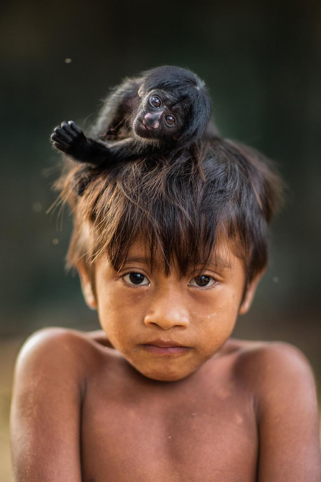 01-monkey-on-heads-Y9P8625-Edit