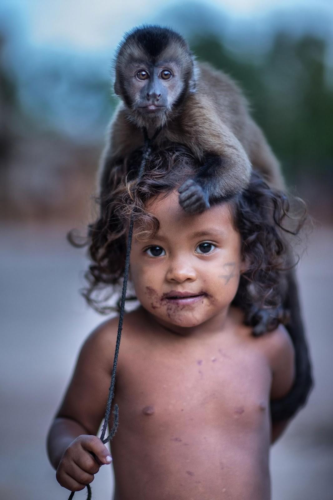03-monkey-on-heads-Y9P8172-Edit