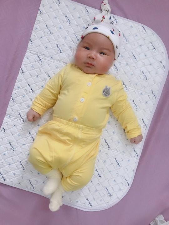 Đằng sau hình ảnh em bé bú sữa mẹ hoàn toàn trong 2 tháng mà tăng gấp đôi số cân là hành trình gian nan vì... sữa quá nhiều của mẹ 9X - Ảnh 6.
