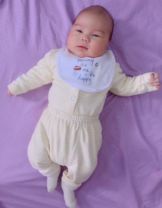 Đằng sau hình ảnh em bé bú sữa mẹ hoàn toàn trong 2 tháng mà tăng gấp đôi số cân là hành trình gian nan vì... sữa quá nhiều của mẹ 9X - Ảnh 7.