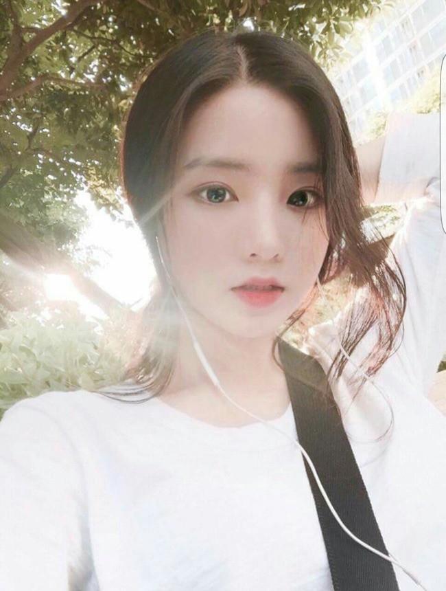 2 mẹ con hotgirl Hàn Quốc gây sốt MXH sau 3 năm: Từng trông như chị em nhưng nhan sắc hiện tại lại quá khác biệt - Ảnh 1.