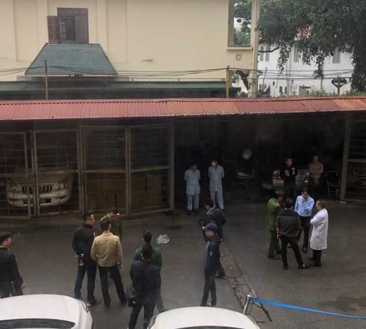 Hà Nội: Phát hiện người đàn ông tử vong trong nhà xe bệnh viện Nhiệt đới Trung ương - Ảnh 1.