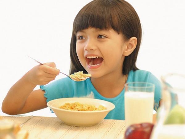8 loại thực phẩm phổ biến không tốt cho trẻ nhỏ, cha mẹ rất nên lưu ý  - Ảnh 2.