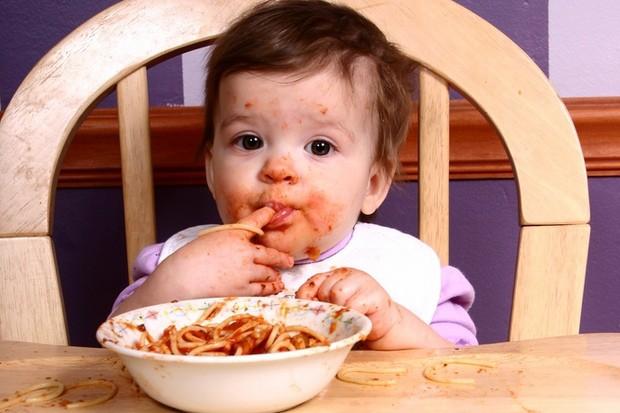 Mẹ đừng vội giận nếu con nghịch ngợm bởi có 8 trò thực chất lại rất tốt cho sự phát triển của con - Ảnh 2.
