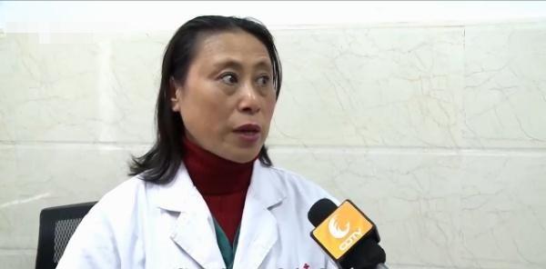 Con nhập viện trong tình trạng khó thở, mắt trắng dã, bố mẹ nhìn kết quả chụp CT liền hối hận vì trước đó không nghe lời bác sĩ - Ảnh 3.
