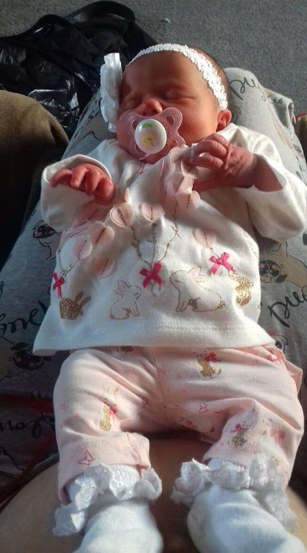 Sáng sớm thức dậy cha mẹ kinh hoàng tột độ khi thấy con gái mới sinh nằm bất động, vô hồn, mềm oặt trong chiếc cũi - Ảnh 2.