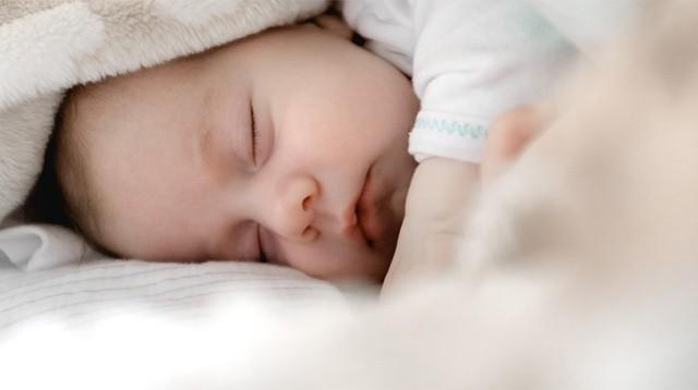 Con không muốn ngủ, mẹ hãy thử áp dụng ngay 7 tuyệt chiêu hay ho sau đây - Ảnh 1.
