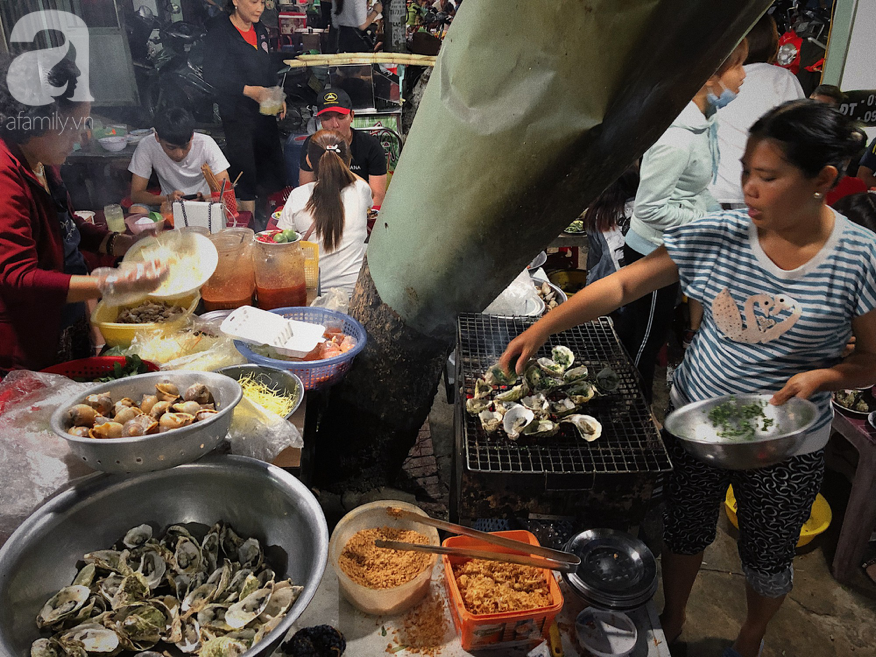 Mùa hè đi Quy Nhơn, hãy ghé ngay quán ốc siêu đông, gọi món không cần nhìn giá này: Ốc biển sang chảnh 20k/dĩa, hàu 5k/con - Ảnh 7.