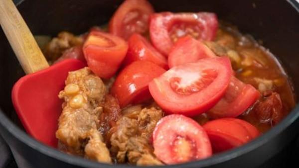 Có sụn heo om cà chua mềm ngon, nồi cơm nhà tôi hết veo trong nháy mắt - Ảnh 6.