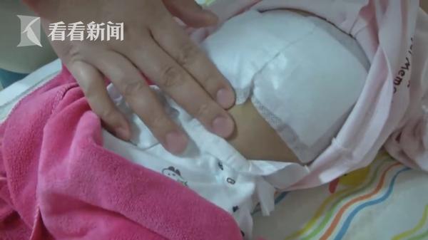 Con sinh mới hơn 3 tháng thì vùng bụng bỗng nhô lên bất thường, cha mẹ khi biết được nguyên nhân liền vô cùng suy sụp - Ảnh 2.