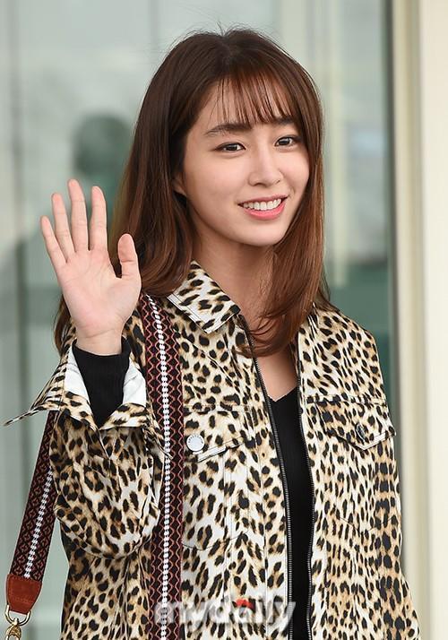 Giữa lùm xùm Song Joong Ki - Song Hye Kyo ly hôn, bà xã của Lee Byung Hun bất ngờ nhận được vô số lời khen vì nhan sắc - Ảnh 1.