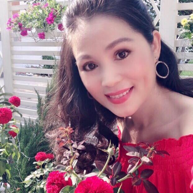 Vườn hồng với đủ loại hồng cổ, hồng ngoại khoe sắc trong biệt thự của MC Quyền Linh - Ảnh 3.