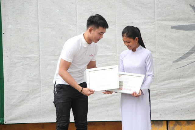 """Dấu ấn của hành trình """"Ước Mơ Từ Làng"""" trao học bổng cho học sinh nghèo trên cả nước - Ảnh 2."""