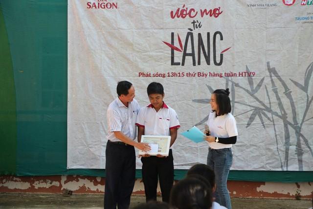 """Dấu ấn của hành trình """"Ước Mơ Từ Làng"""" trao học bổng cho học sinh nghèo trên cả nước - Ảnh 4."""