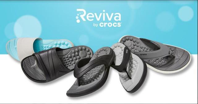 Không phải item thần thánh cao siêu, bộ sưu tập mới của Crocs chính là thứ bạn nhất định phải sắm ngay cho mùa hè - Ảnh 1.