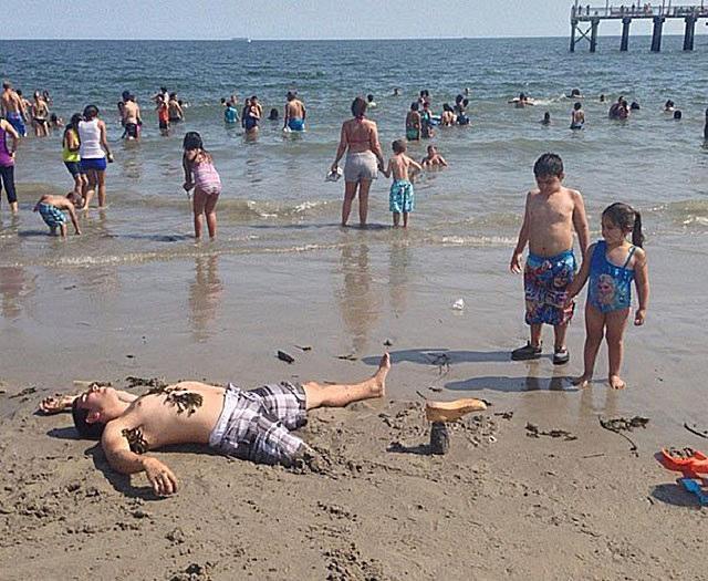 Những bức ảnh ấn tượng chỉ có thể bắt gặp ở bãi biển khiến ai nhìn thấy cũng phải cười sái quai hàm mới thôi - Ảnh 14.