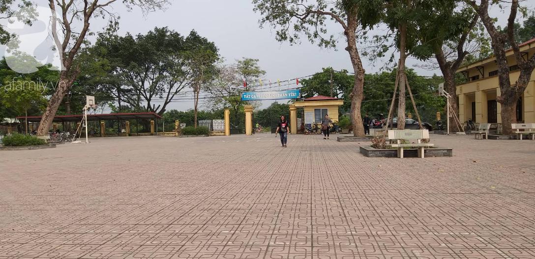 Vụ thầy dạy Toán nghi dâm ô học sinh nam ở Hà Nội: Tạm đình chỉ 3 ngày, công an cách ly những người liên quan - Ảnh 4.
