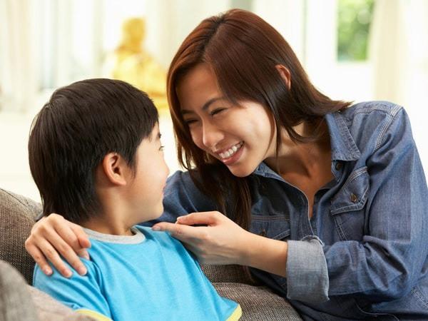 Chỉ nhờ vài câu nói của bố mẹ trước khi đi ngủ, trẻ lớn lên sẽ tràn đầy tự tin, trưởng thành và xuất chúng hơn người - Ảnh 3.