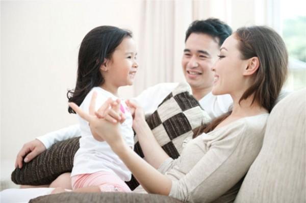 Loạt bí quyết giúp trẻ trở nên tự tin, mạnh mẽ hơn mà bố mẹ nào cũng cần ghi nhớ - Ảnh 1.