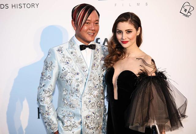 Vợ tỷ phú có phong cách dị nhất Hong Kong tiết lộ: Không phải vẻ ngoài khác biệt hay giàu có, tôi bị thu hút bởi... - Ảnh 1.