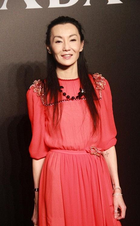 Ở tuổi 54, Trương Mạn Ngọc xuống sắc hơn nhiều so với tình địch Lưu Gia Linh - Ảnh 3.