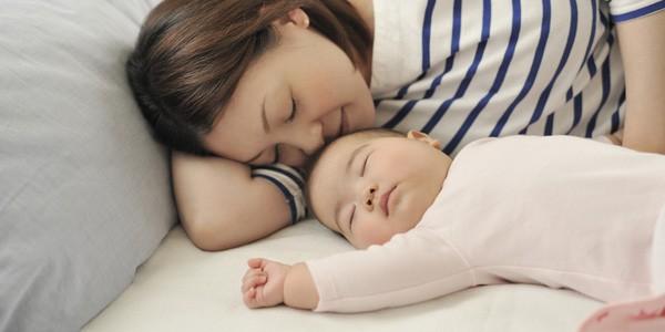 Muốn bé sơ sinh ngủ ngoan, mẹ cứ làm theo 7 cách này, đảm bảo bé sẽ ngủ tít y như hồi còn trong bụng mẹ - Ảnh 6.