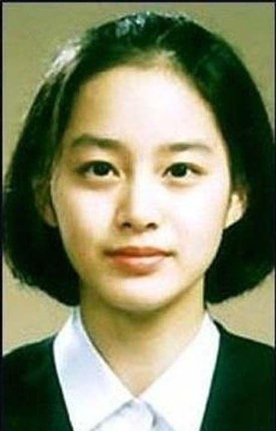 Vẻ đẹp của Kim Tae Hee: Từ nữ thần đại học đến biểu tượng nhan sắc, cả cái bóng phản chiếu trên tường cũng thừa sức gây sốt - Ảnh 1.