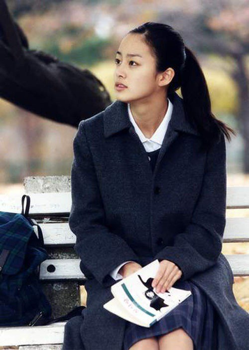 Vẻ đẹp của Kim Tae Hee: Từ nữ thần đại học đến biểu tượng nhan sắc, cả cái bóng phản chiếu trên tường cũng thừa sức gây sốt - Ảnh 6.