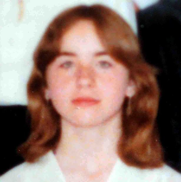 Câu chuyện ám ảnh về cuộc đời cô gái bị cha ruột giam cầm dưới tầng hầm trong chính nhà mình suốt 24 năm, hãm hiếp 3000 lần không ai hay biết - Ảnh 2.