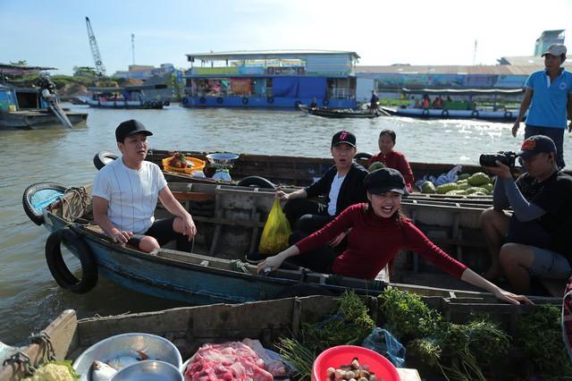 """Mặc Lê Lộc """"lạc trôi"""", Anh Đức rủ Trường Giang đi nấu cá lóc ăn ngon lành - Ảnh 1."""