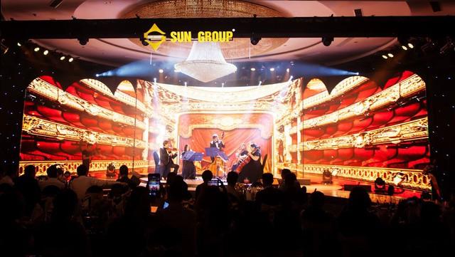 Wonder Fashion Show: Thăng hoa cảm xúc với âm nhạc, thời trang và công nghệ ánh sáng đỉnh cao - Ảnh 1.