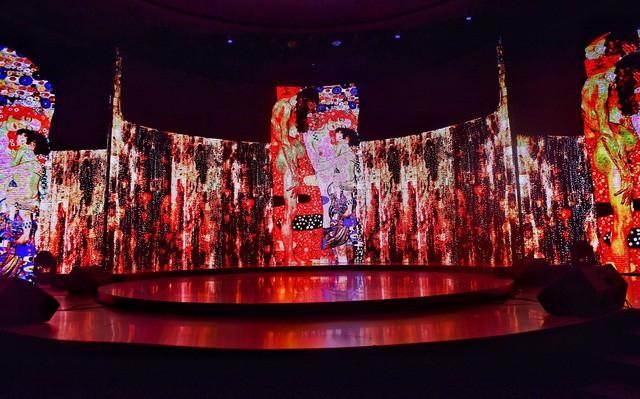 Wonder Fashion Show: Thăng hoa cảm xúc với âm nhạc, thời trang và công nghệ ánh sáng đỉnh cao - Ảnh 2.
