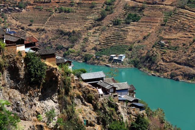 Lặng ngắm ngôi làng cổ yên bình, rất ít người biết đến trên vách đá khổng lồ tại Trung Quốc: Một lần tới Bảo Sơn, cả đời ấn tượng khó quên! - Ảnh 7.