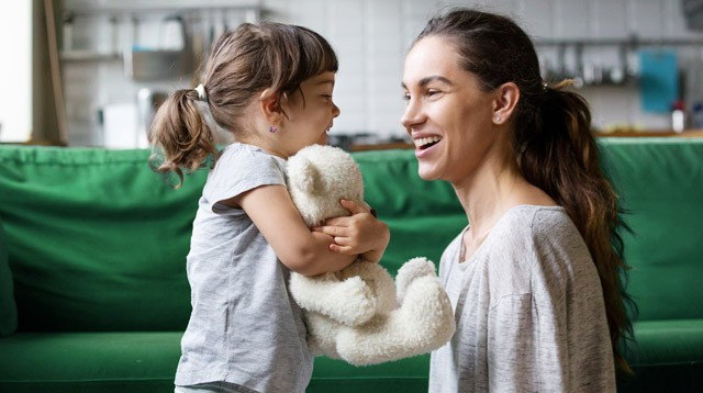 Giúp con phát triển khả năng ngôn ngữ từ bé, việc các mẹ tưởng khó mà lại đơn giản không ngờ - Ảnh 1.