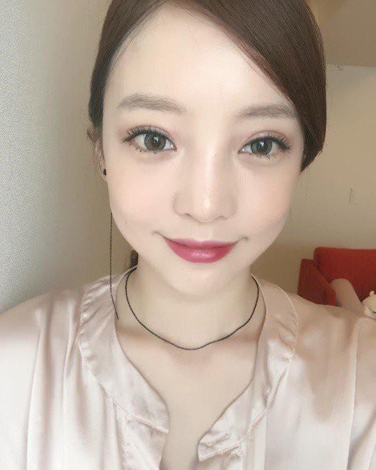 Hiếm lắm mới có nữ idol đình đám Kpop công khai việc dao kéo, lại còn khoe kết quả lên Instagram - Ảnh 2.