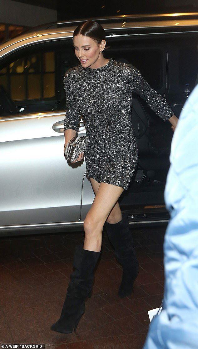 Charlize Theron - tình tin đồn của Brad Pitt trẻ đẹp như nữ thần ở tuổi 43 - Ảnh 3.