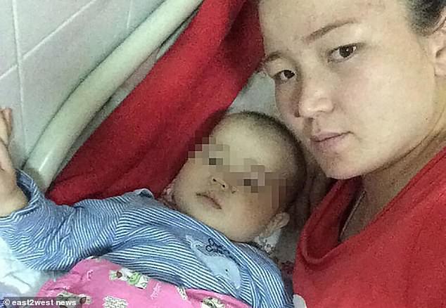 Đưa con trai 10 tháng tuổi đến bệnh viện điều trị bệnh hô hấp, bố mẹ đau đớn thấy cơ thể con bị hủy hoại vì sai lầm khủng khiếp của y tá - Ảnh 3.