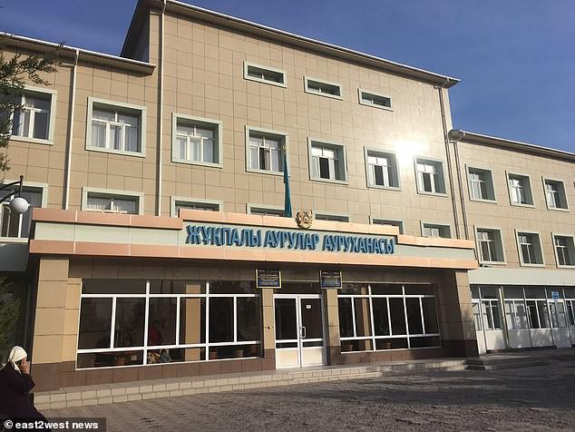 Đưa con trai 10 tháng tuổi đến bệnh viện điều trị bệnh hô hấp, bố mẹ đau đớn thấy cơ thể con bị hủy hoại vì sai lầm khủng khiếp của y tá - Ảnh 4.