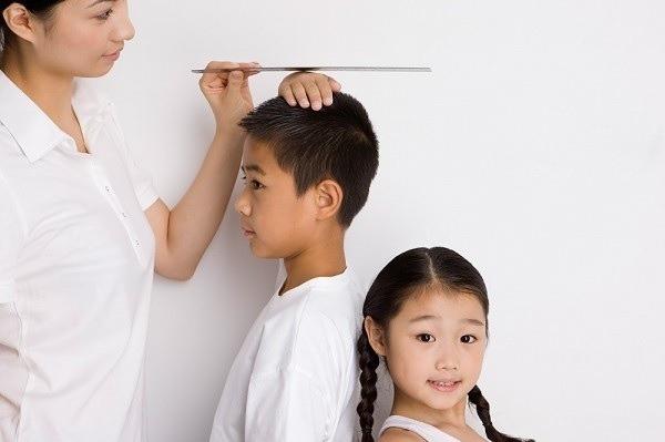 Trẻ có những đặc điểm này, đảm bảo trưởng thành cao lớn hơn người, bố mẹ cần chú ý để có thể can thiệp cải thiện kịp thời - Ảnh 1.