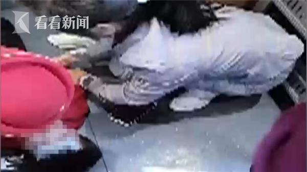 Mẹ khiếp sợ khi thấy con trai 2 tuổi ngất xỉu và co giật liên hồi trên xe lửa bởi chính căn bệnh đứa trẻ nào cũng dễ dàng mắc phải - Ảnh 1.