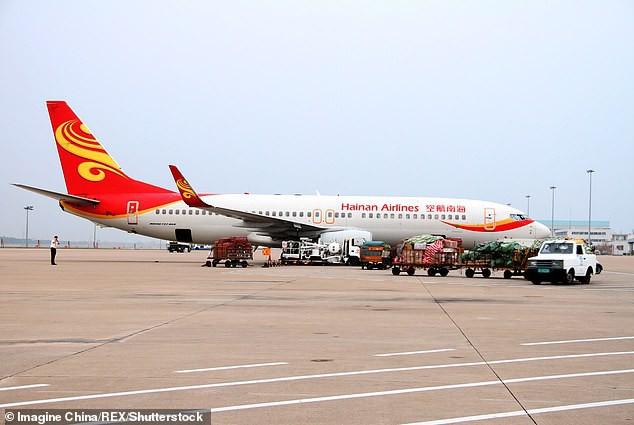 Kiểm tra camera an ninh trên máy bay, cảnh sát lập tức bắt giữ hành khách có hành động mê tín gây nguy hiểm tính mạng của hàng trăm người - Ảnh 6.