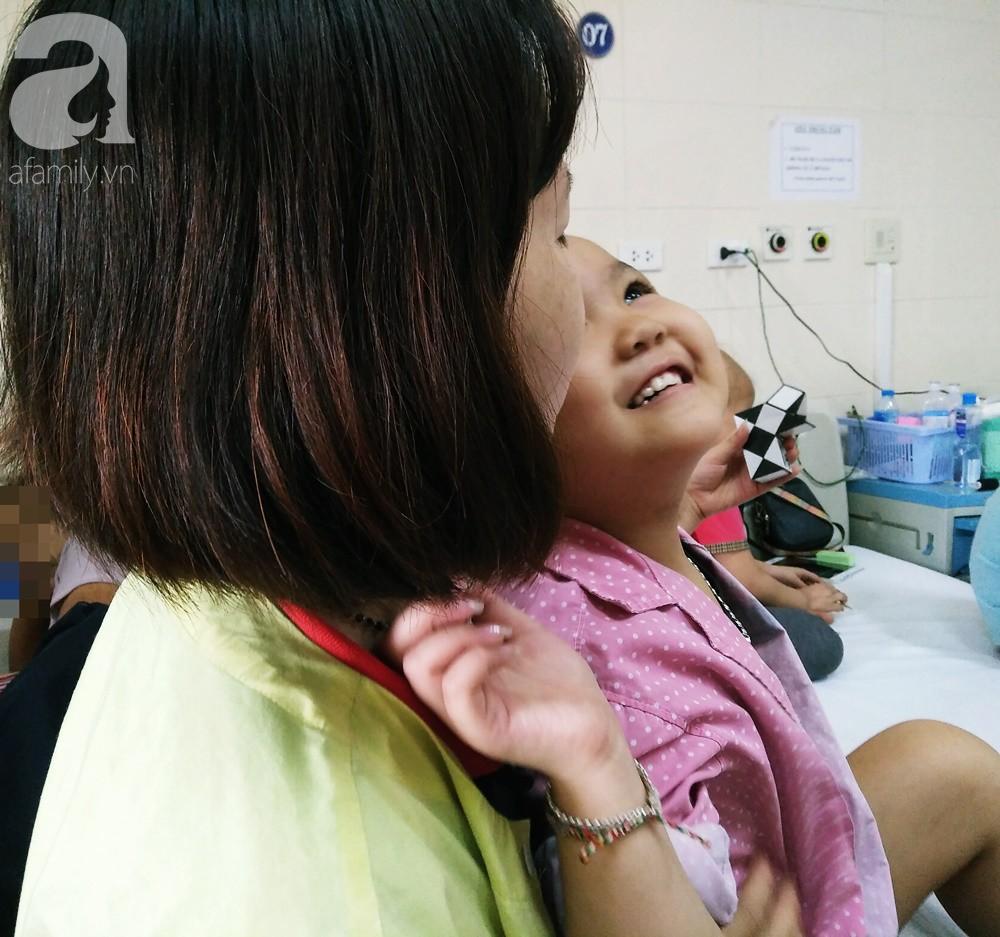 Xót xa câu hỏi mẹ của bé gái 7 tuổi bị ung thư hạch di căn: Tóc con cắt hết rồi, con sắp chết phải không mẹ? - Ảnh 7.