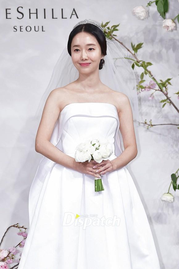 Đám cưới hot nhất hôm nay: Vợ chồng Lee Byung Hun đích thân tham dự, Seohyun - Dara xinh đẹp bên Son Ye Jin - Ảnh 1.