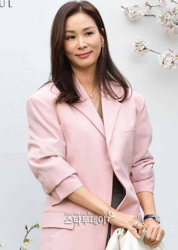 Đám cưới hot nhất hôm nay: Vợ chồng Lee Byung Hun đích thân tham dự, Seohyun - Dara xinh đẹp bên Son Ye Jin - Ảnh 13.